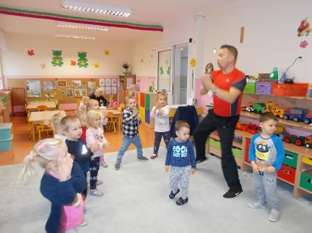 Zajęcia taneczne w grupach młodszych